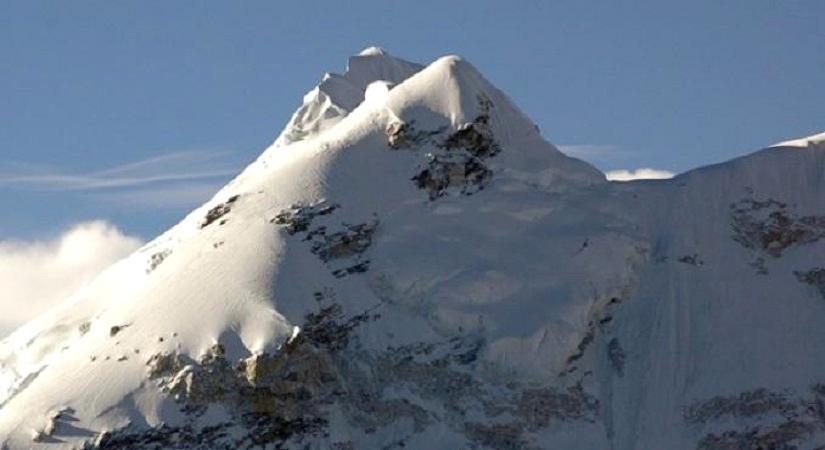 Mt. Baruntse (7129m/23882ft)