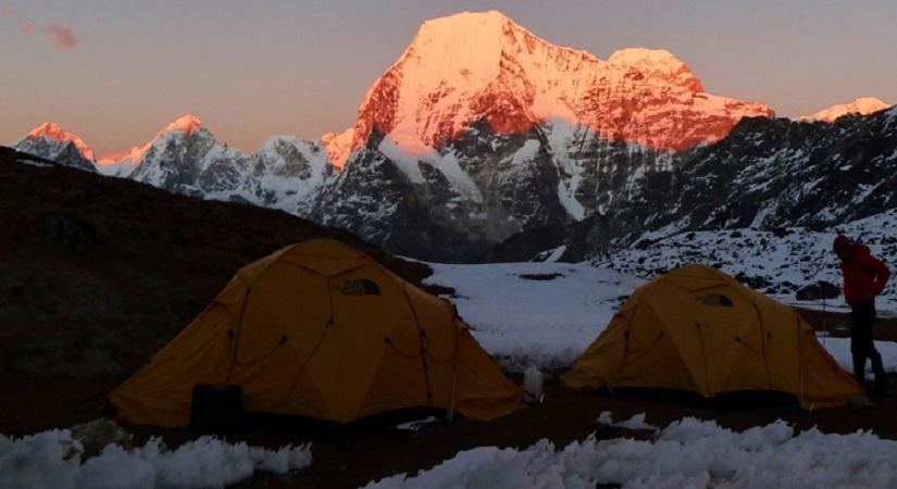 Tented Camp at Phari Laptsa Base Camp (5520m/18106ft)