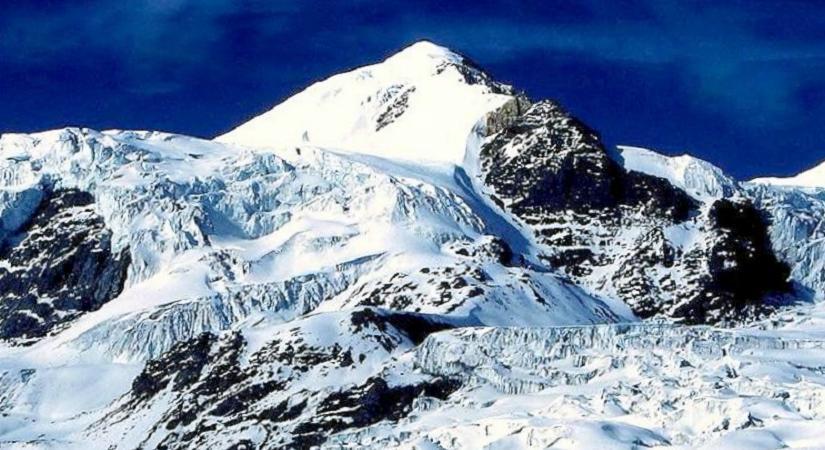 Chulu West Climbing (6419m/21054ft)