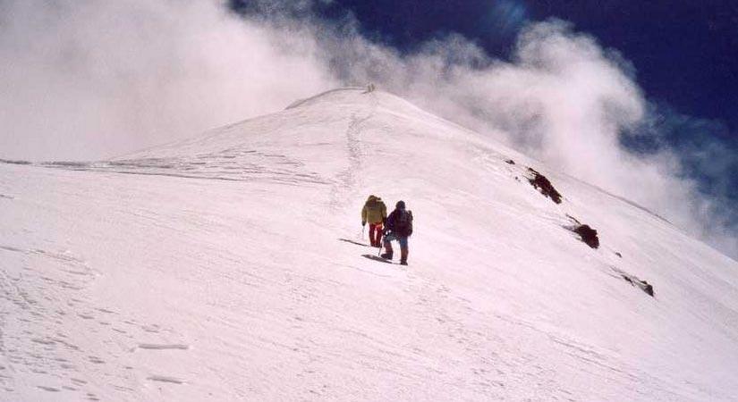 Climbing Himlung Himal (7126m/23345ft)