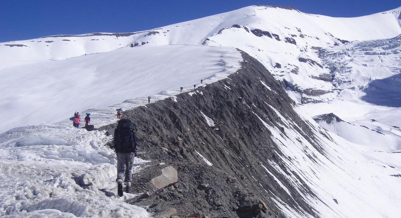 On the trail to Sele La Pass (4200m/13776ft)