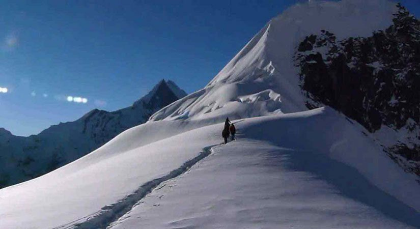 Climbing towards Tharpu Chuli Peak(5663 m/18579 ft)