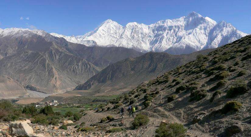 Peaks of Nilgiri North (7134m) and Tilicho (7051m) towering above the Kali Gandaki valley