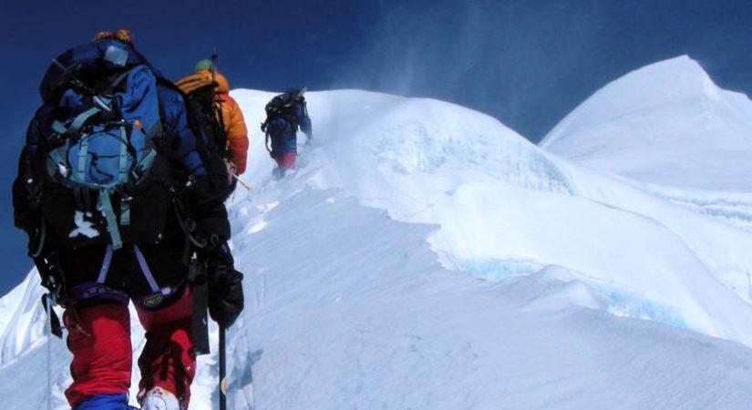 Climbing Mt. Baruntse 7129m <br></noscript> (7129m/23882ft)