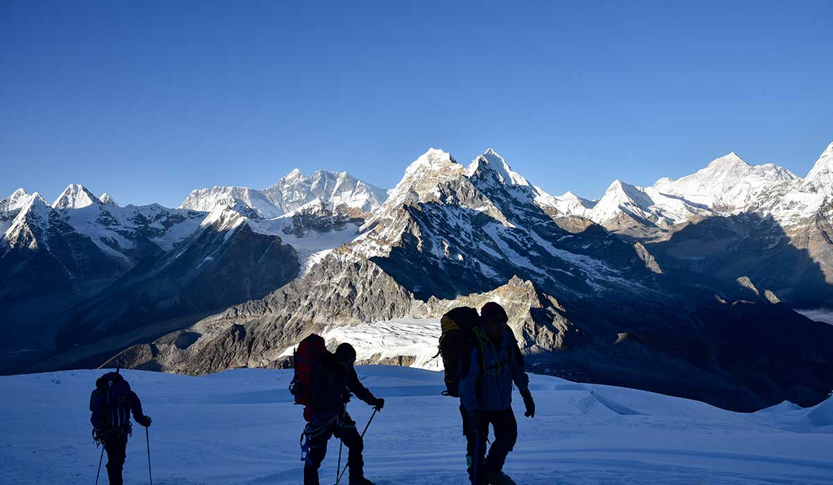 Can you see Mount Everest from Mera Peak?
